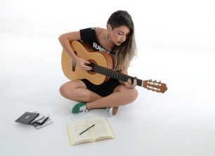 Helpful tips for leaning to play electric guitar