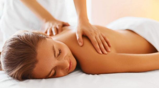 Perfect Way Of Tipping Mantis Massage Therapist